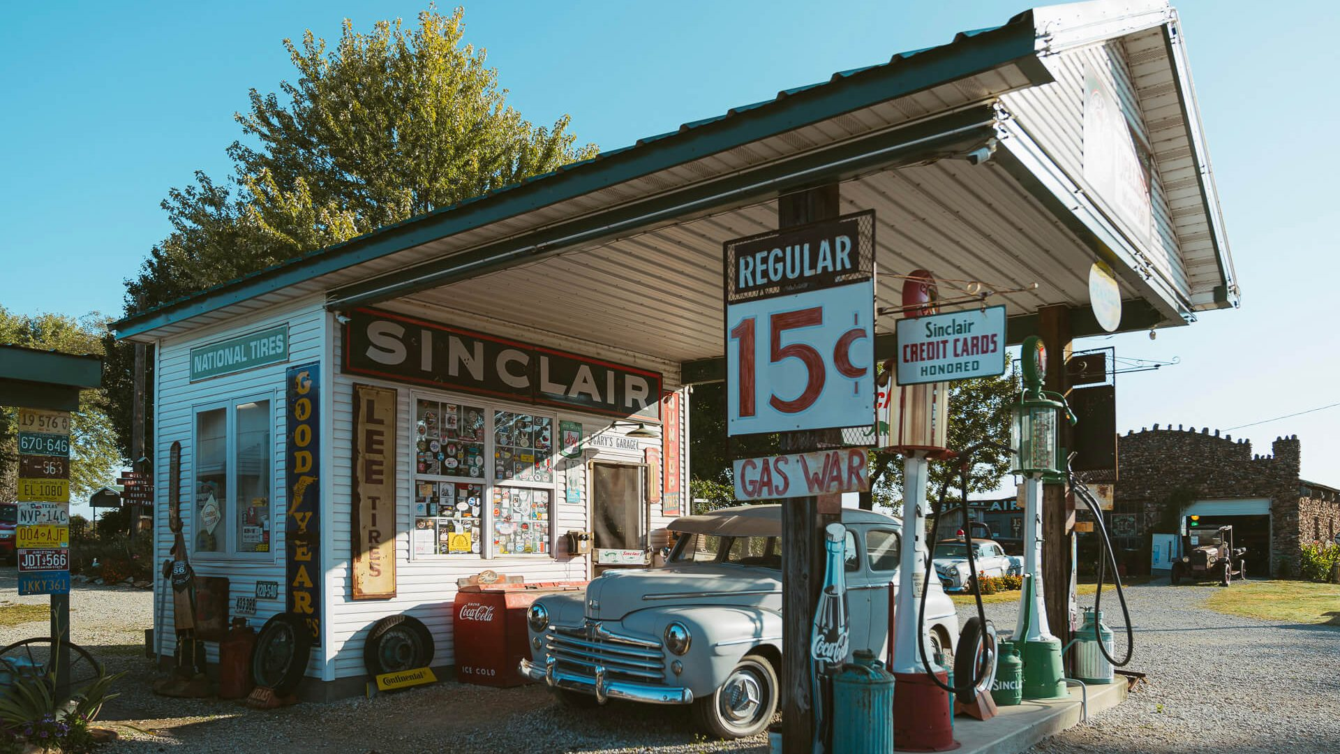 Gay Parita Sinclair Station is a replican Sinclair station on Route 66