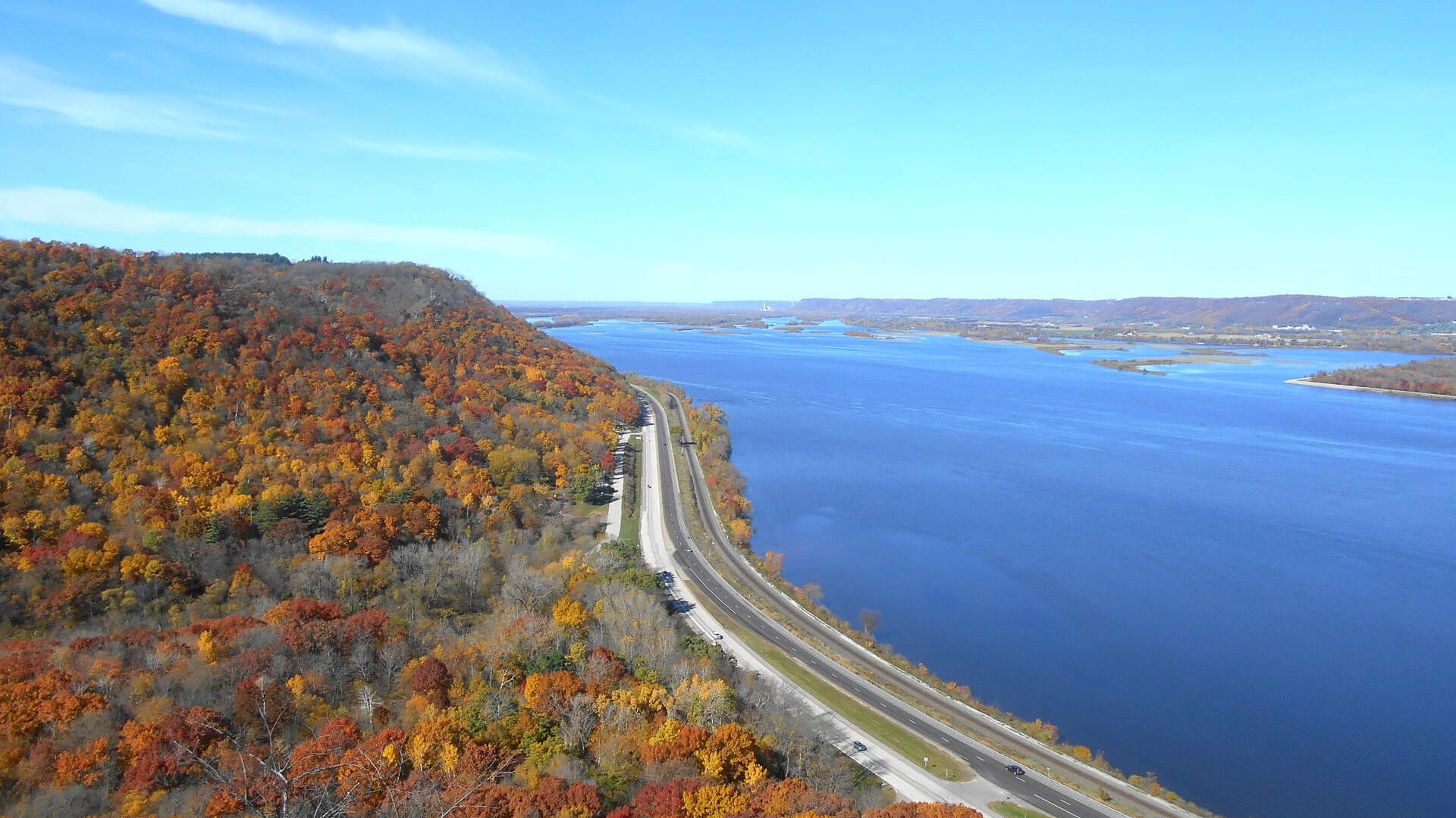 Great River Road in fall